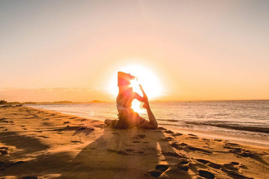 Como praticar yoga em viagens