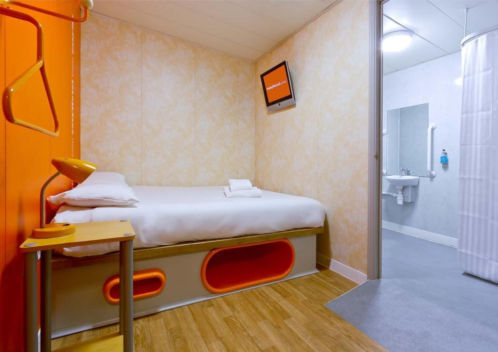 easyhotel-london-heathrow-photos-exterior-hotel-information