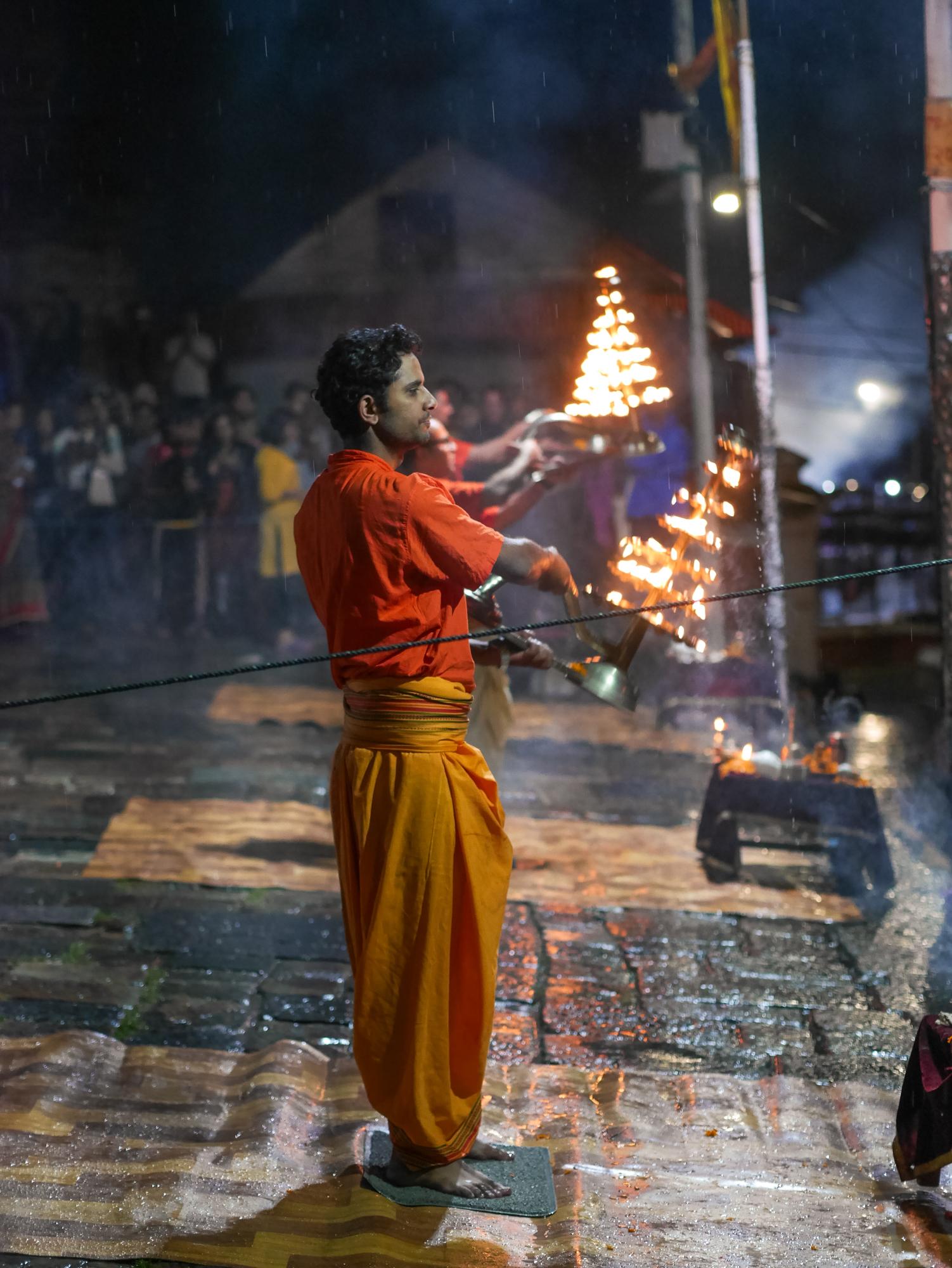 Cerimônia de cremação em Kathmandu no Nepal - Templo Pashupatinath