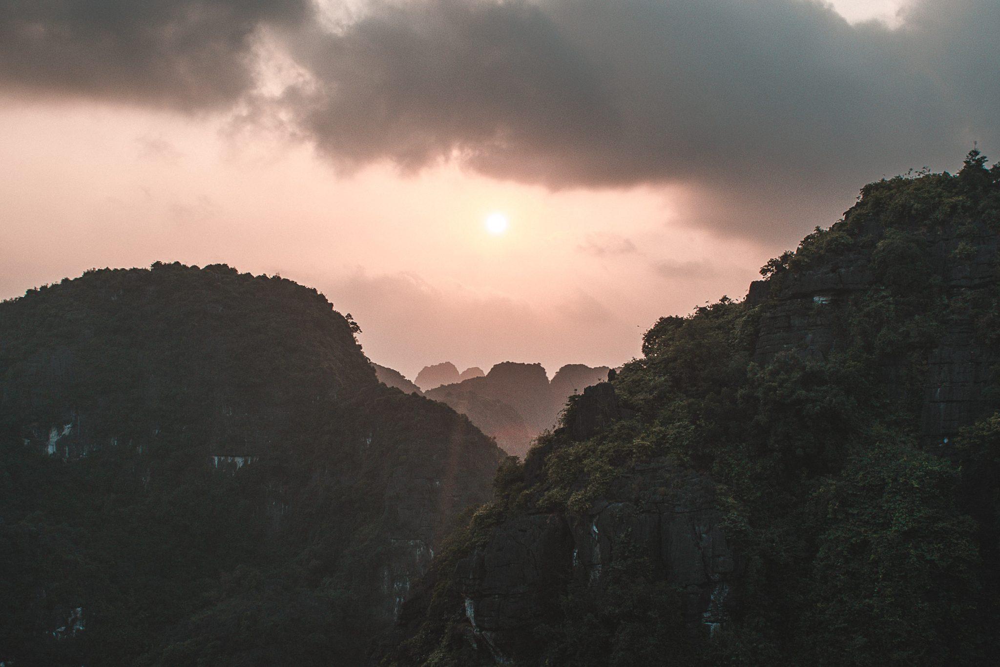 Pôr do sol em Ninh Binh no Vietnã