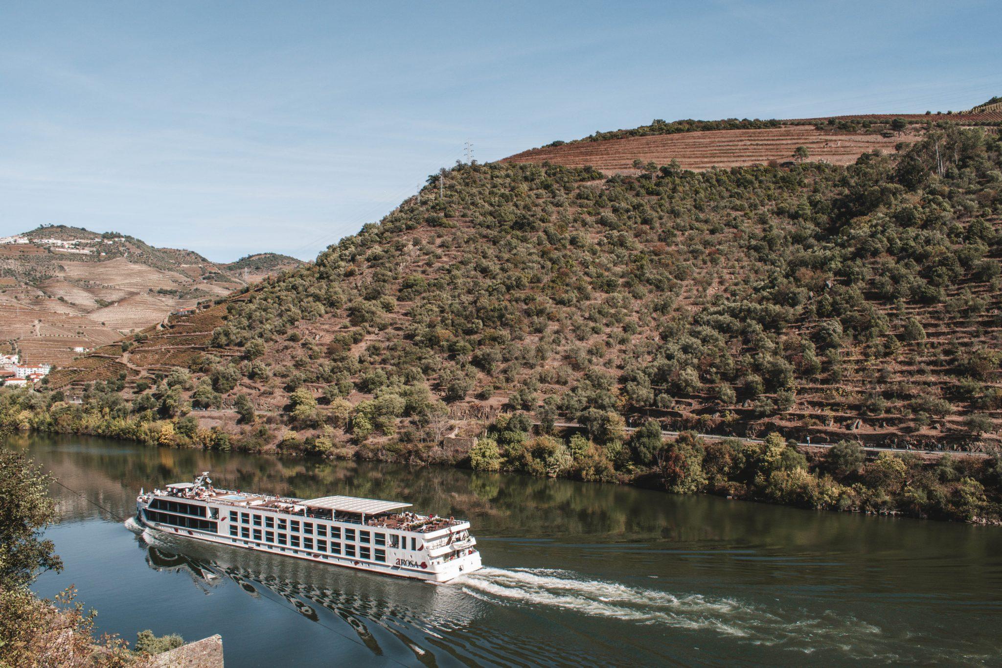 Passeio de barco no Vale do Douro